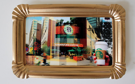 Ein Becher Starbucks Kaffee bitte
